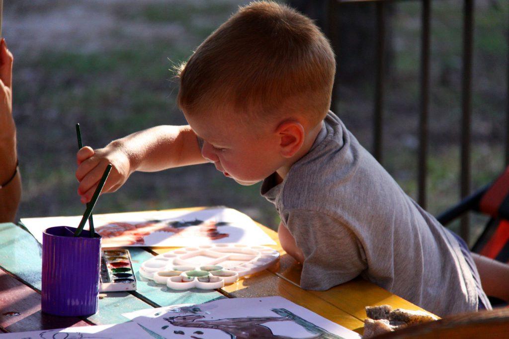 התפתחות הילד איך לפתח מוטוריקה עדינה אצל ילדים